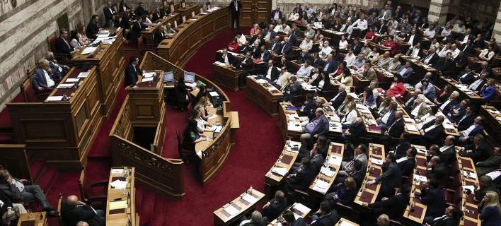 Live από τη Βουλή: Ο Τσίπρας ενημερώνει για τις εξελίξεις στο Κυπριακό