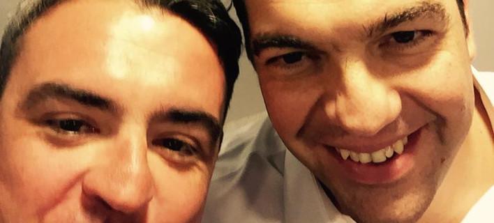 Η selfie του Μανώλη Πετσίτη με τον Αλέξη Τσίπρα