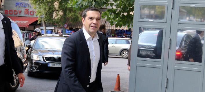Ο Αλέξης Τσίπρας προσέρχεται στην συνεδρίαση της Πολιτικής Γραμματείας του ΣΥΡΙΖΑ -Φωτογραφία: Intimenews/ΝΤΟΥΝΤΟΥΜΗΣ ΧΡΗΣΤΟΣ