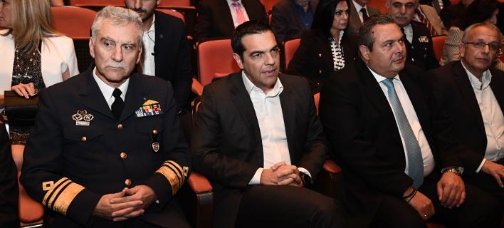 Ο Πρωθυπουργός στη γιορτή της Πολεμικής Αεροπορίας -Φωτογραφία: EUROKINISSI/ΓΙΩΡΓΟΣ ΚΟΝΤΑΡΙΝΗΣ