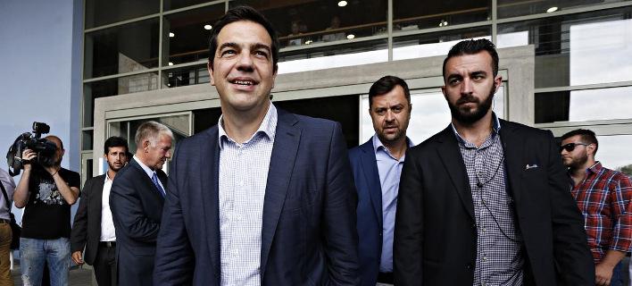 Ο Τσίπρας και η «ελληνική τραγωδία» πρωταγωνιστούν στα προεκλογικά σποτ στην... Πολωνία [βίντεο]