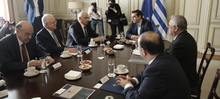 Ο Αλέξης Τσίπρας με το προεδρείο της Ενωσης Ελληνικών Τραπεζών -Φωτογραφίες: Intimenews/ΛΙΑΚΟΣ ΓΙΑΝΝΗΣ