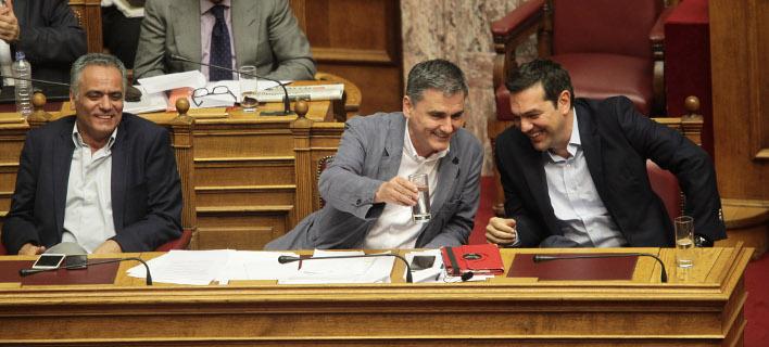 Το παρασκήνιο του υπουργικού: «Πινγκ πονγκ» κορυφής ανάμεσα σε Τσίπρα, Τσακαλώτο και Σκουρλέτη