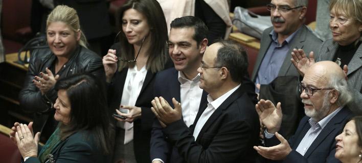 Τονωτικές ενέσεις Τσίπρα στους βουλευτές -Θολό τοπίο η επόμενη μέρα για την οικονομία
