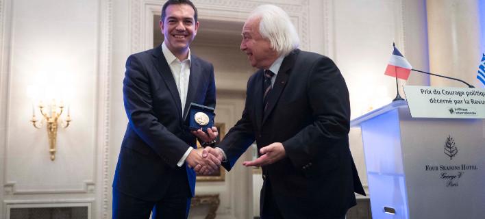 Βραβεύτηκε ο Τσίπρας στο Παρίσι για το πολιτικό σθένος: Πολλές φορές ένιωσα σαν τον Οδυσσέα, δέθηκα στο κατάρτι του πλοίου