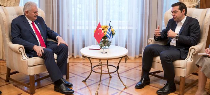 Ο Αλέξης Τσίπρας και ο Τούρκος πρωθυπουργός Γιλντιρίμ (Φωτογραφία αρχείου: ΑΡ)