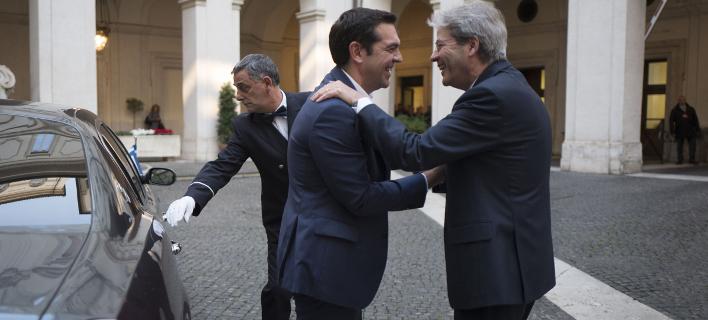 Ο Αλέξης Τσίπρας με τον Πάολο Τζεντιλόνι (Φωτογραφία: EUROKINISSI/ΓΡ. ΤΥΠΟΥ ΠΡΩΘΥΠΟΥΡΓΟΥ/ Andrea Bonetti)