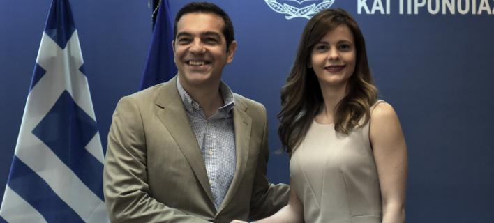 Ο Αλέξης Τσίπρας με την Εφη Αχτσιόγλου (Φωτογραφία: EUROKINISSI/ΤΑΤΙΑΝΑ ΜΠΟΛΑΡΗ)