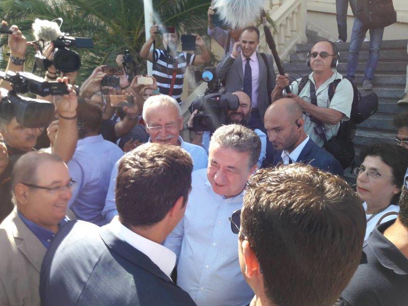 Ο Σταύρος Αρναουτάκης υποδέχεται τον πρωθυπουργό -Φωτογραφία: cretapost.gr