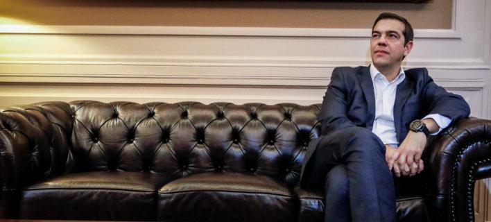 Αλλαγή στρατηγικής -Ο Τσίπρας σκέφτεται να ενημερώσει τους πολιτικούς αρχηγούς για την αιγιαλίτιδα ζώνη
