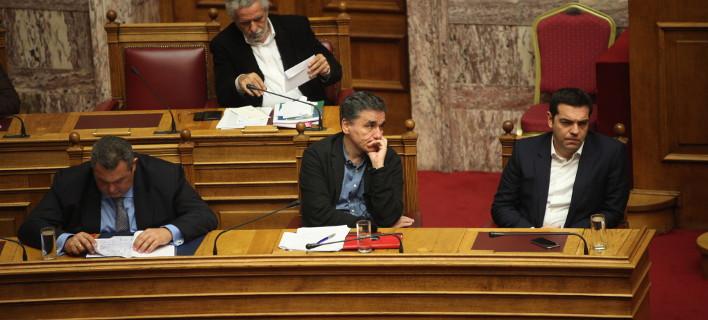 Αλαλούμ στην κυβέρνηση με τα ειδικά μισθολόγια -Ισοδύναμα ζήτησε ο Τσίπρας