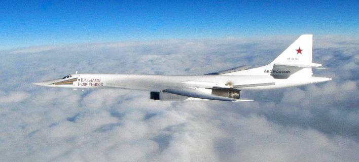 Ρωσικό υπερηχητικό βομβαρδιστικά Tu-160 εν πτήσει (Φωτογραφία αρχείου: ΑΡ)