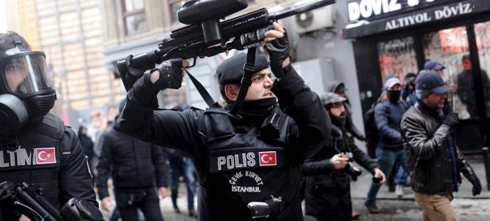 Τουρκία: Συνελήφθησαν 12 διανοούμενοι που ζήτησαν τον τερματισμό των αμφιλεγόμενων επιχειρήσεων