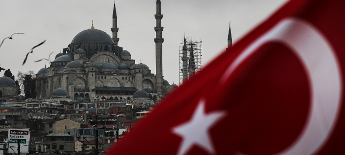 H τουρκική σημαία με φόντο την Αγία Σοφία/Φωτογραφία: AP
