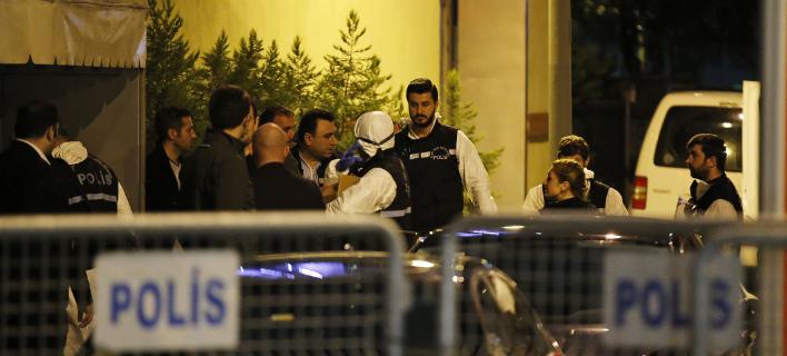 Τούρκοι αστυνομικοί μπήκαν στο προξενείο της Σ. Αραβίας/ Φωτογραφία: AP- Emrah Gurel