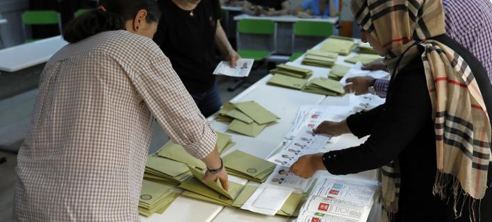 «Τρελά» στοιχεία στους εκλογικούς καταλόγους στην Τουρκία/ Φωτογραφία: AP- Burhan Ozbilici