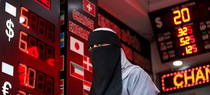 Υποβάθμισαν την τουρκική οικονομία οι οίκοι αξιολόγησης Moody's και S&P -Φωτογραφία: AP Photo/Lefteris Pitarakis