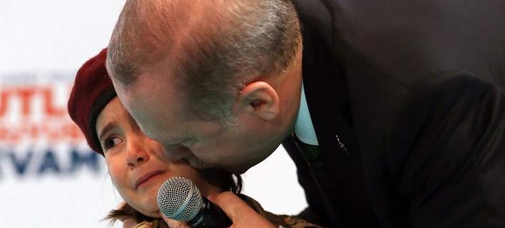 Η «στρατολόγηση» μικρού κοριτσιού από τον Ερντογάν -Της είπε όταν έκλαψε [βίντεο]