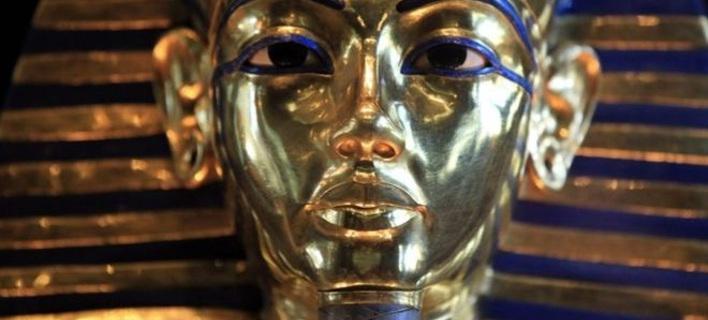 «Κακοποίησαν» μάσκα του Τουταγχαμών σε μουσείο και θα το πληρώσουν [εικόνες]