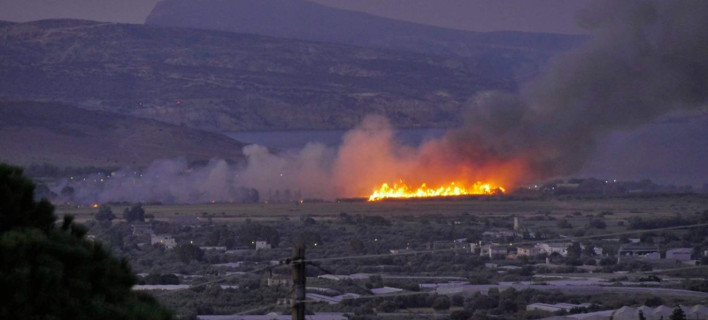 Ηράκλειο: Υπό έλεγχο η πυρκαγιά στο στρατιωτικό αεροδρόμιο Τυμπακίου