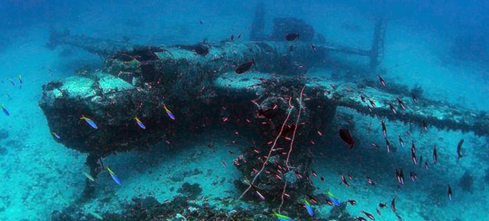 Στον «αεροδιάδρομο» του ωκεανού - 150 βομβαρδιστικά σε βάθος 40 μέτρων [εικόνες]