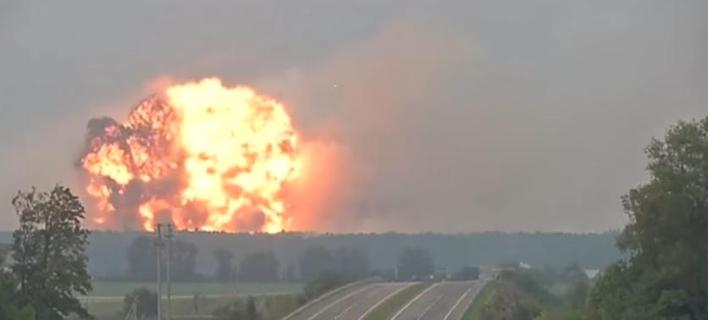 30.000 Ουκρανοί εγκαταλείπουν τα σπίτια τους μετά από τεράστια έκρηξη σε αποθήκη πυρομαχικών [εικόνες & βίντεο]
