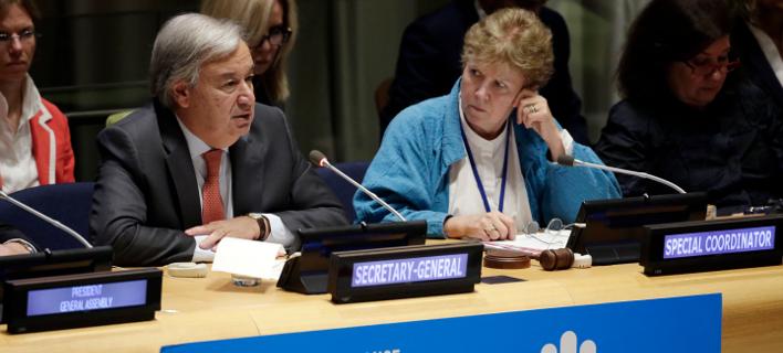 Ο ΓΓ του ΟΗΕ, Αντόνιο Γκουτέρες και η νέα απεσταλμένη του για το Κυπριακό, Τζέιν Χολ Λουτ (Φωτογραφία αρχείου: ΑΡ)