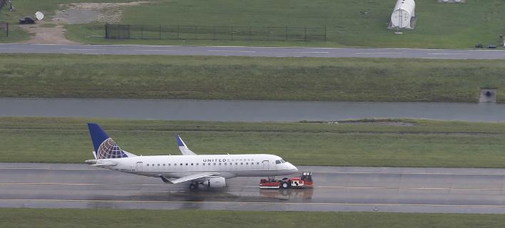 Πτήση της United Airlines έκανε αναγκαστική προσγείωση (Φωτογραφία αρχείου: AP/ David J. Phillip)