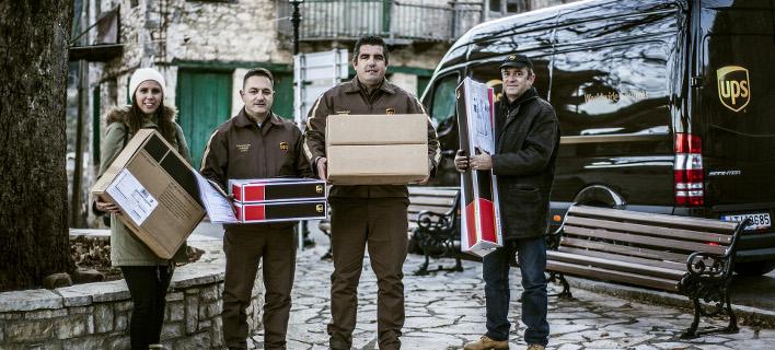Δώρα στους κατοίκους της Πενταγιούς Φωκίδας από τη UPS [εικόνες]