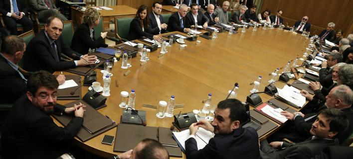 «Σκοτείνιασαν» στην κυβέρνηση μόλις άκουσαν τα στοιχεία της ΕΛΣΤΑΤ για ύφεση