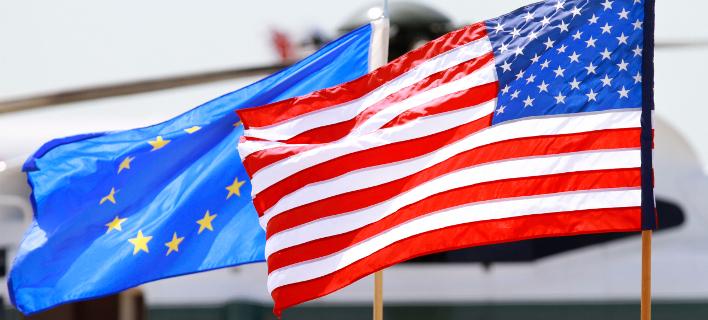 Οι σημαίες της Ευρωπαϊκής Ενωσης και των ΗΠΑ