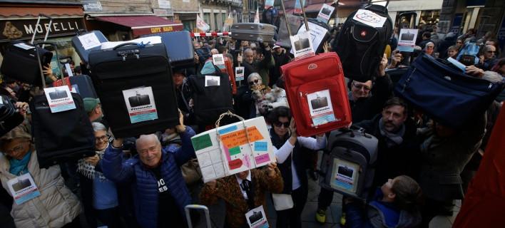 Κάτοικοι στην Ιταλία διαμαρτύρονται για το Airbnb / Φωτογραφίες: Associated Press