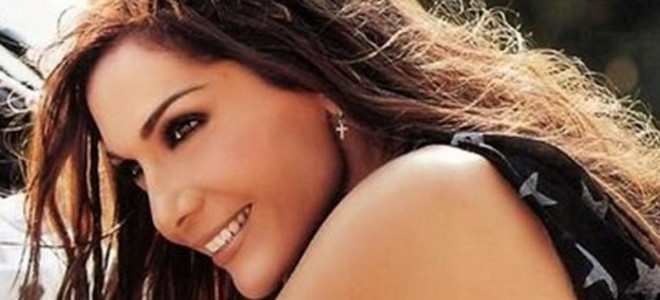 Η Βανδή προκάλεσε «έμφραγμα» στο Twitter: Δάγκωσε τα χείλη της και φωτογράφισε τ
