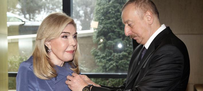 Ο Πρόεδρος του Αζερμπαϊτζάν Ilham Aliyev απονέμει στην κυρία Μαριάννα Β. Βαρδινογιάννη το Παράσημο του Τάγματος Φιλίας του Αζερμπαϊτζάν