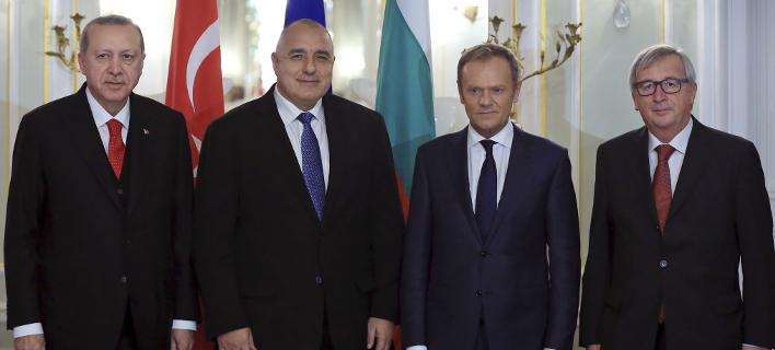 Στιγμιότυπο πριν από τη συνάντηση ΕΕ-Τουρκίας στη Βάρνα (Φωτογραφία: AP/ Murat Cetinmuhurdar)