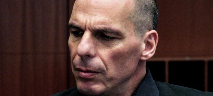 Σύμφωνα με τον Βαρουφάκη: Ο Τσίπρας συνθηκολόγησε, ο ίδιος απέτυχε, αλλά η Τρόικα έκλεισε τις τράπεζες