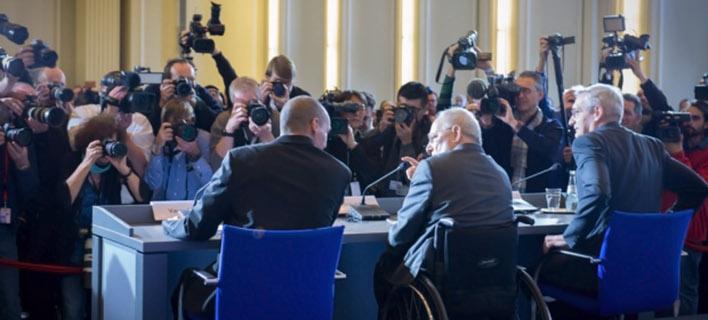 O Σόιμπλε απειλεί για πρώτη φορά: Αν δεν πληρώσετε τα δάνεια, τέλος η συμφωνία