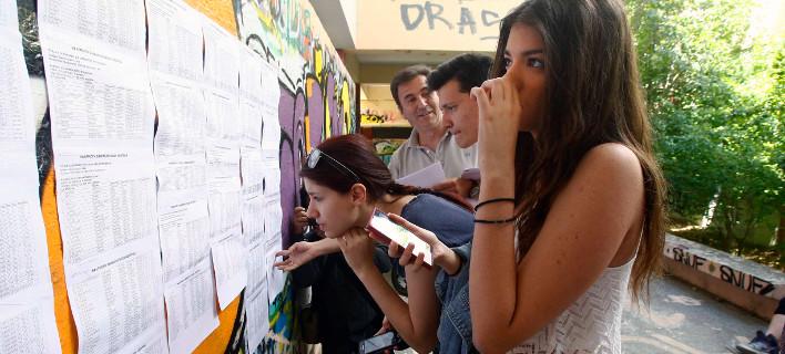 Πανελλήνιες 2015: Δείτε τις βάσεις για όλες τις σχολές - Κατακόρυφη πτώση