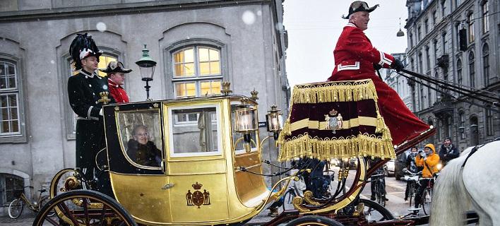 Η χρυσή άμαξα 24 καρατίων της βασίλισσας της Δανίας -Τη χρησιμοποιεί μία φορά το χρόνο [εικόνες]