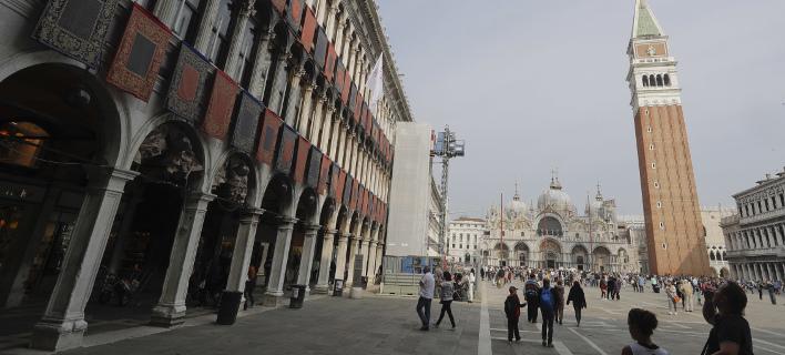 Με τις χειρότερες εντυπώσεις έφυγαν από τη Βενετία 3 Βρετανοία (Φωτογραφία: AP/ Luca Bruno)