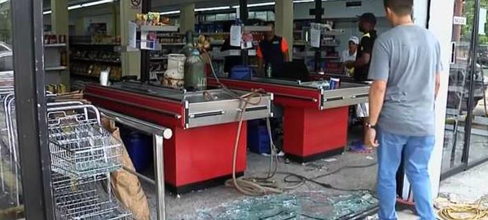 Χάος στη Βενεζουέλα: Μάχες σώμα με σώμα για λίγο ψωμί -Πολίτες λεηλατούν σούπερ μάρκετ και σπίτια [βίντεο]