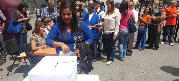 Ατυπο δημοψήφισμα της αντιπολίτευσης στη Βενεζουέλα -Ψηφίζουν και στην Ελλάδα [εικόνες]