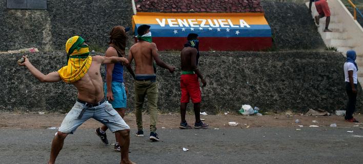 Από τα επεισόδια στα σύνορα Βενεζουέλας - Βραζιλίας (Φωτο: ΑΡ)