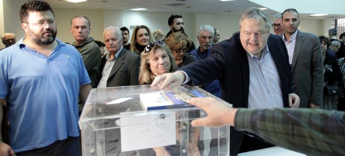 Ψήφισε ο κ. Βενιζέλος για τον νέο φορέα της Κεντροαριστεράς (Φωτογραφία: EUROKINISSI/ ΧΡΗΣΤΟΣ ΜΠΟΝΗΣ)