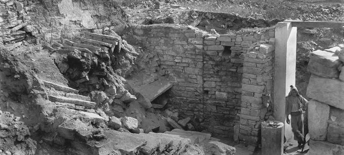 Η έκθεση πλαισιώνει το Διεθνές Επιστημονικό Συνέδριο με τίτλο «Περι των Κυκλάδων νήσων. Το Αρχαιολογικό Έργο στις Κυκλάδες»
