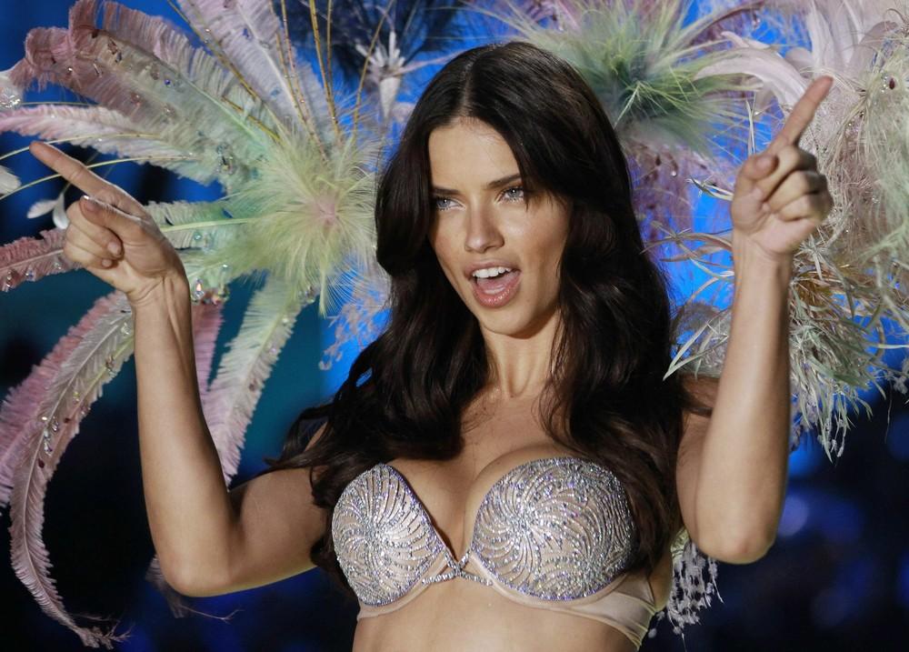 Η τραγική ιστορία πίσω από τα εσώρουχα Victoria s Secret  εικόνες + ... 49a11c67c47