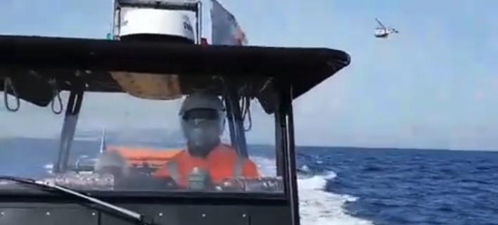 Η στιγμή που το τουρκικό ελικόπτερο πέταξε πάνω από τα Ιμια [βίντεο]