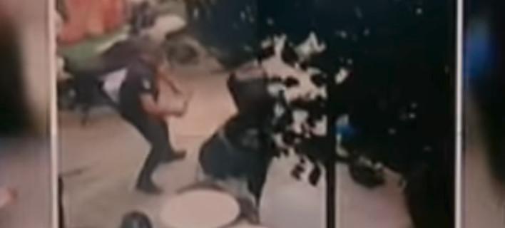 Νέο βίντεο σοκ από την αιματηρή απόπειρα ληστείας στην Ομόνοια