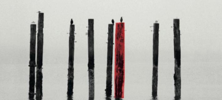 Ο Βασίλης Κουνέλης στο νέο του μυθιστόρημα «Καπνισμένα ερείπια»