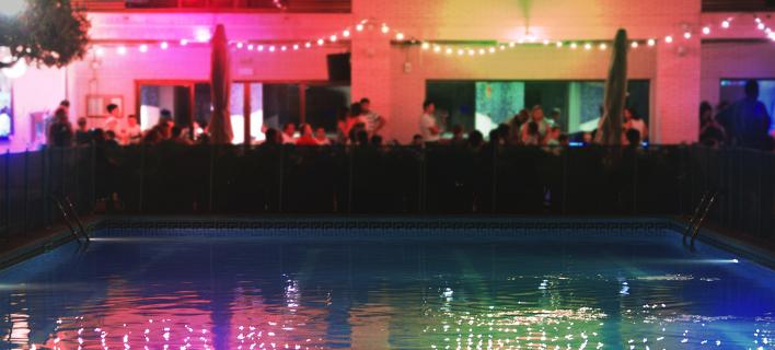 Βίλα με πισίνα/ Φωτογραφία: Shutterstock